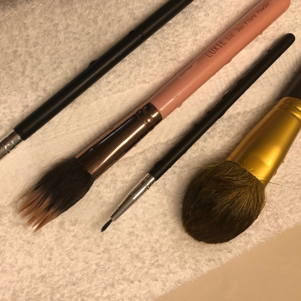 drying cleaned makeup brushes