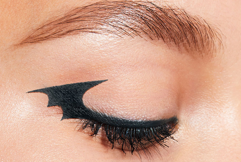 Easy bat wing eyeliner makeup