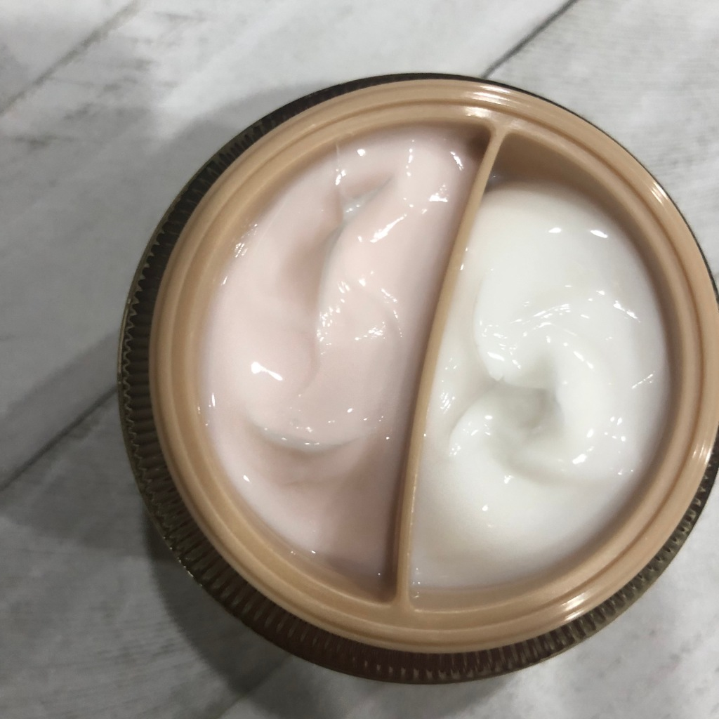 A look inside the jar of Isa Knox Ultimate LX rejuvenating dual night cream.